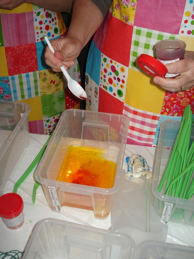 Mixing dye