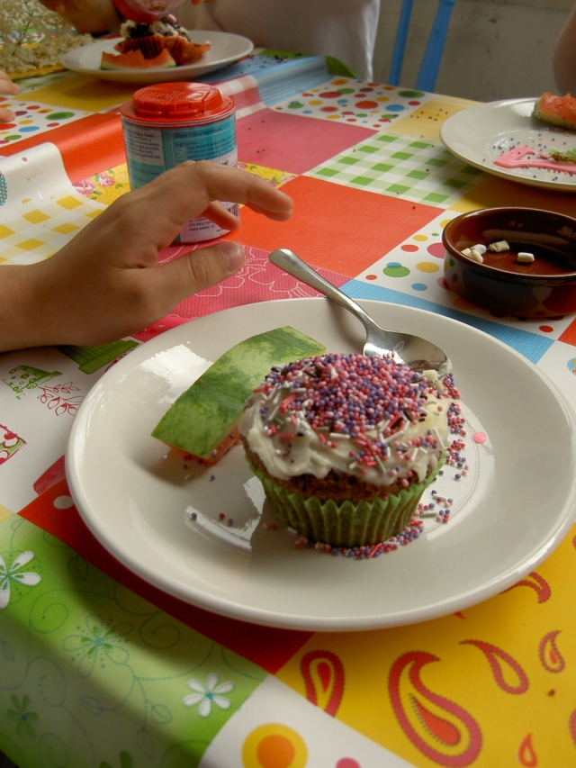 R bday cupcakes