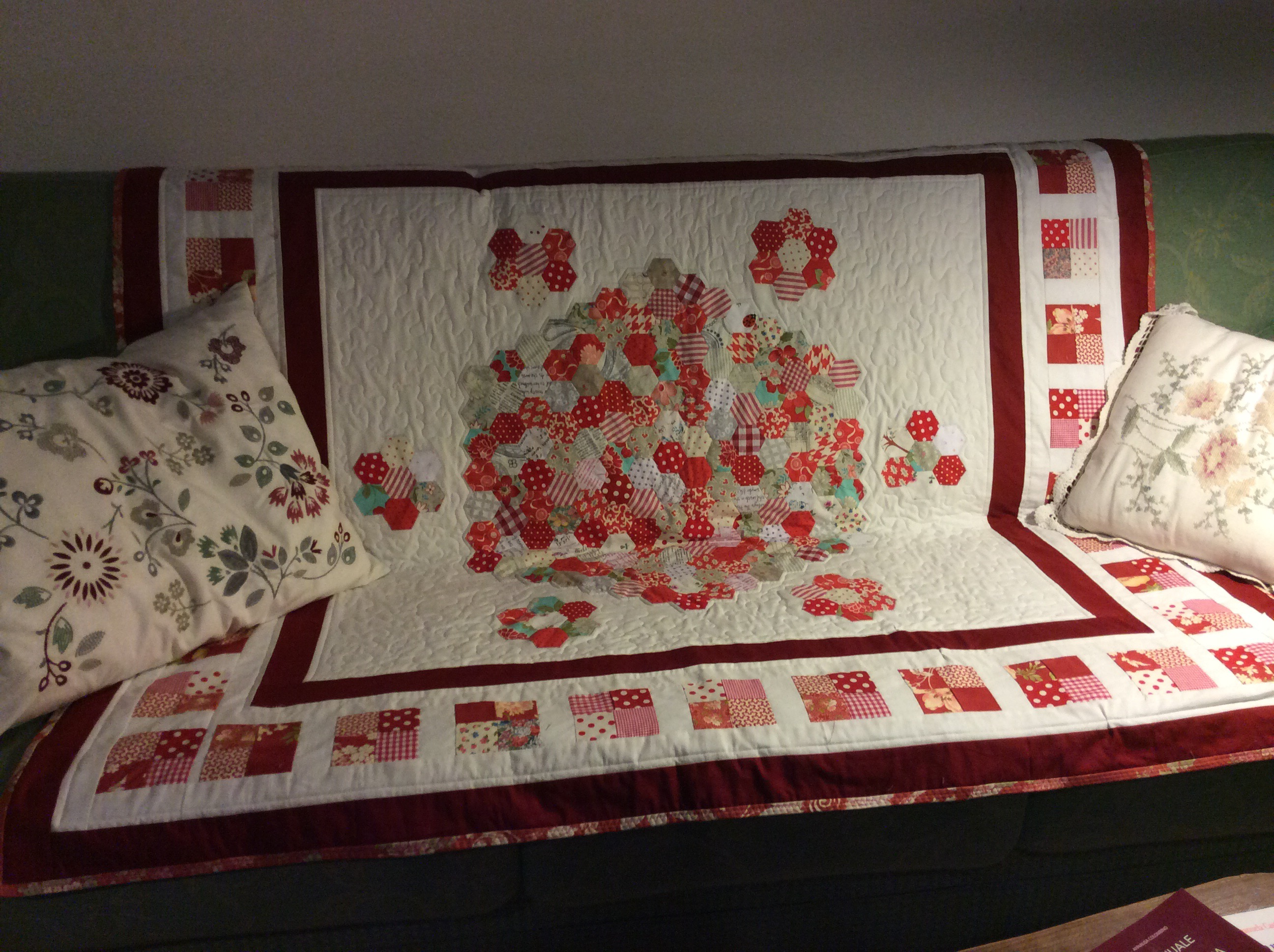 The Red Quilt English Paper Pieced Middle As A Travelling Project 2015